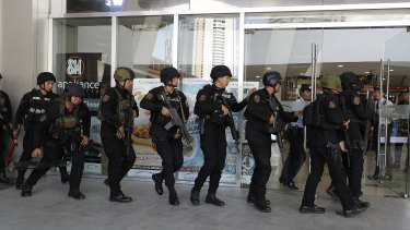 Police entering the V-Mall in Manila, Philippines.