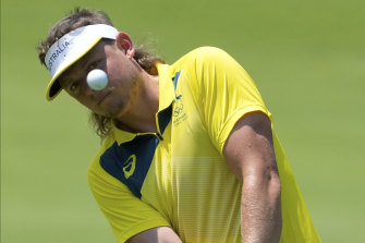 Cameron Smith's famed mullet got him into trouble in sticky conditions on the final day of the men's golf in Tokyo.