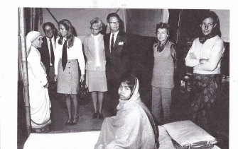 Nurse Anne Young (right) at a meeting with Mother Teresa, 1972.