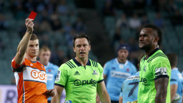 Highlanders player Tevita Nabura was red-carded in the 18th minute of a clash against the Waratahs in 2018. Under new rules, his team would be able to put on a replacement after 20 minutes.