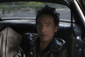 Jakob Dylan has put out a new Wallflowers album.