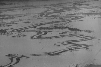 The Macleay River wends its way through floodwaters in the Kempsey district. June 29, 1950.