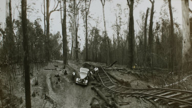 Norm Goldings used his trusty DeSoto to rescue nearly 100 people near Noojee in Gippsland during the 1939  Black Friday bushfires.