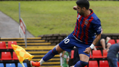 Petratos double helps Newcastle break drought against Mariners