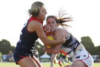 Melbourne's Eliza McNamara gets hold of St Kilda's Catherine Phillips.