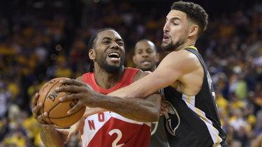 Toronto Raptors forward Kawhi Leonard (2) drives against Golden State Warriors guard Klay Thompson (11).