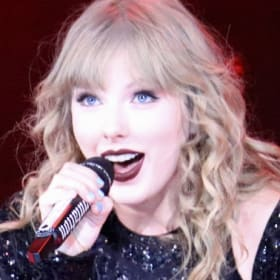 Taylor Swift signs record deal with 'one condition'