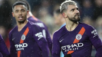 Man City survive, Man United out of FA Cup