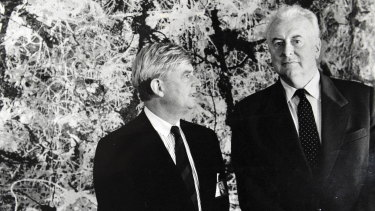 Director of the Australian National Gallery James Mollison (left) and former prime minister Gough Whitlam stand in front of Jackson Pollock's Blue Poles in 1986.