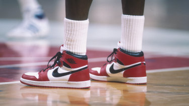 Michael Jordan dons a pair of Air Jordan 1s during a 1985 NBA match against the Bullets in Washington.