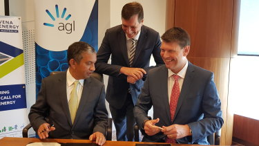 Vena Energy CEO Nitin Apte (left), Queensland Energy Minister Anthony Lynham (centre) and AGL CEO Brett Redman (right) sign the agreement for the new battery project.