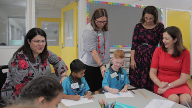 Education Minister Grace Grace and Queensland Premier Annastacia Palaszczuk with students at Spring Mountain State School near Springwood.