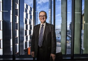 Ziggy Switkowski has a fascinating CV having held a board seat at Opera Australia, Kodak, Telstra, ANSTO, Lynas, Oil Search, TabCorp, RMIT, and is still chair of NBN Co. Now he is adding Crown Casino to the list.