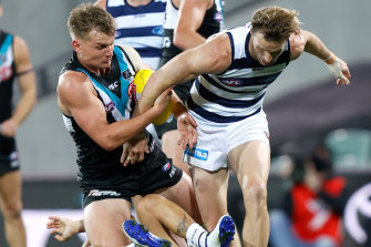 Ollie Wines and Lachie Henderson battle for the ball on Thursday night.