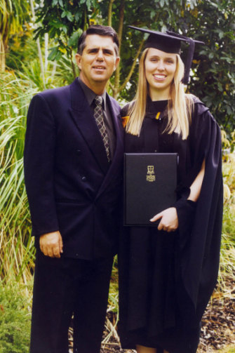 Ardern with her father Ross at her 2001 graduation.