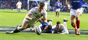 England's Owen Farrell scores his side's fifth try against France at Twickenham on Sunday.
