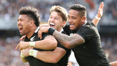 Ardie Savea, Beauden Barrett and Shannon Frizell celebrate a try in game two.