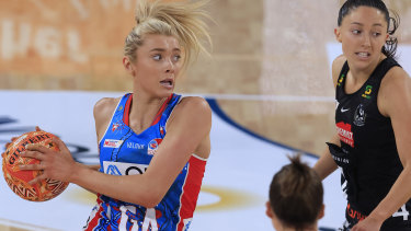 Swift Helen Housby looks to dish off a pass against the Magpies at Ken Rosewall Arena in Sydney.