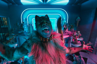 Jason Derulo as Rum Tum Tugger in a scene from Cats.