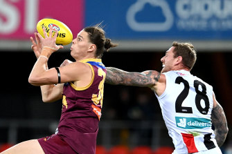 Eric Hipwood takes on Tim Membrey before leaving the game injured.