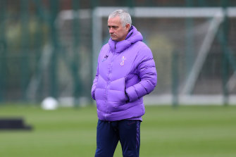 Tottenham manager Jose Mourinho has broken social isolation rules to hold a training session with one of his players.