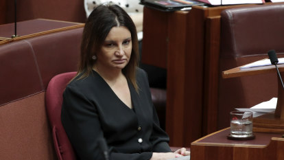 'My hand is on my heart': Jacqui Lambie votes with government to repeal medevac legislation