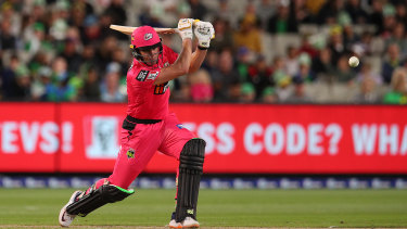 Moises Henriques in action for the Sydney Sixers against the Melbourne Stars.