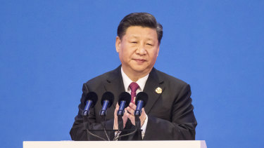 Xi Jinping applauds ahead of delivering his speech at Boao on Tuesday.