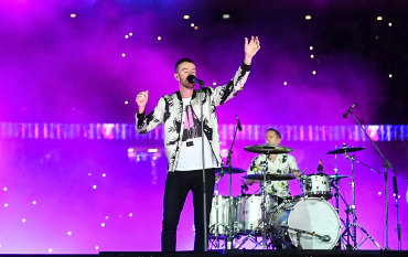 Abbe May's rooftop performance at AFL grand final redefines stadium rock
