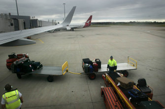 Baggage handlers working on international flights will have to be vaccinated under a NSW government order.