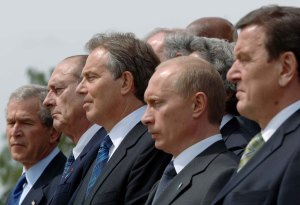 US President George W. Bush, French President Jacques Chirac, British Prime Minister Tony Blair, Russian President Vladimir Putin and German Chancellor Gerhard Schroder at the end of the G8 Summit at Gleneagles, Scotland, 2005.