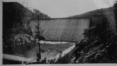 A photograph of the old Cotter Dam from Gwen Lawless' collection.