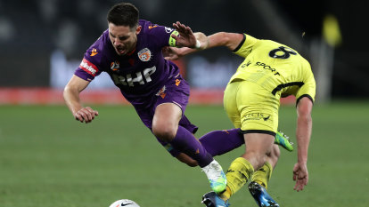 Glory set up finals showdown with Sydney FC after upset win over Phoenix