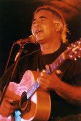 Kev Carmody performing in 1993.