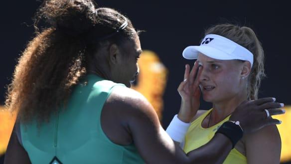 Serena Williams consoles Ukraine's Dayana Yastremska.
