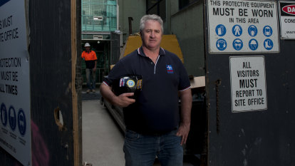 Unions call on Senate crossbench to 'stop the bus' on industrial overhaul