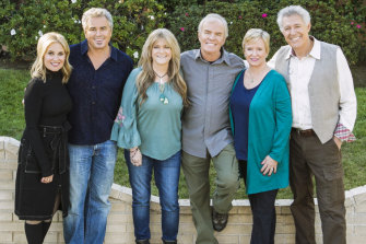 Maureen McCormick (Marcia), Christopher Knight (Peter), Susan Olsen (Cindy), Mike Lookinland (Bobby), Eve Plumb (Jan) and Barry Williams (Greg) in A Very Brady Renovation.