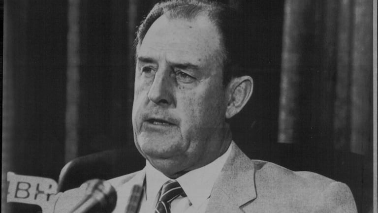 Queensland's opposition leader Nev Warburton during a media conference in 1987.