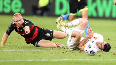 Ziggy Gordon of the Wanderers tackles Dylan Wenzel-Halls on Friday night.
