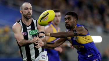 Steele Sidebottom disposes of the ball under pressure from Liam Ryan.