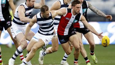 Joel Selwood and Luke Dunstan battle for the ball.