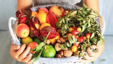 People can cut their calorific intake by substituting junk food with healthy unrefined food, such as vegetables.