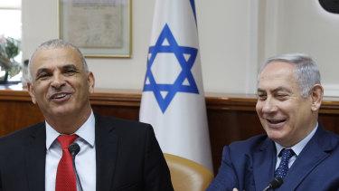 From left, Israeli Finance Minister Moshe Kahlon and Prime Minister Benjamin Netanyahu.