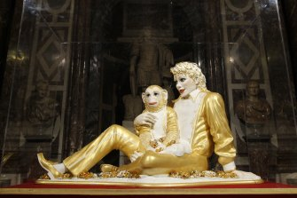 """US artist Jeff Koons' sculpture """"Michael Jackson and Bubbles"""" as displayed at the Versailles Palace in 2008."""