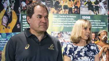 Dave Rennie will break with tradition and live in Queensland with wife Steph.