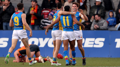 Suns land blow to Giants' finals hopes in one-point thriller