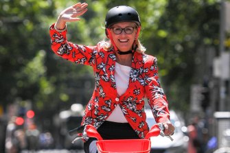 Melbourne lord mayor Sally Capp and the new Uber-run dockless e-bike, Jump.