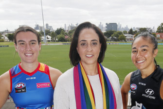 Bulldog Bonnie Toogood and Carlton's Darcy Vescio with AFLW boss Nicole Livingstone.
