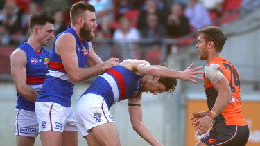 Matt de Boer (right) had a rusty first game back from injury for the GWS Giants, but he wasn't alone in Sunday's clash with the Western Bulldogs.