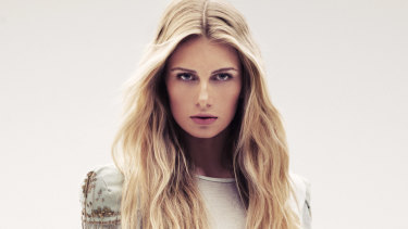 Winter takes a toll on our hair, especially in terms of dryness and static build-up.